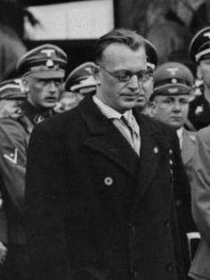 De Duitsers stelden Duits bestuur in Nederland in, geleid door een rijkscommissaris (Reichskommissar), de Oostenrijker Arthur Seyss-Inquart; hij werd op 29 mei 1940 geïnstalleerd. De secretarissen-generaal bleven aan en werkten nu onder hem.