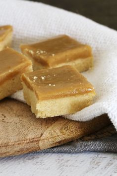 A classic Ginger Crunch Slice based on the original Edmonds Cookbook recipe. with a melt-in-your-mouth shortbread base and delicious ginger caramel icing. Fun Desserts, Delicious Desserts, Dessert Recipes, Yummy Food, Tasty, Dessert Bars, Cookbook Recipes, Baking Recipes, Baking Ideas
