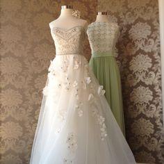 What a wonderful pairing for a #springwedding #nofilter #Reemacra #Lelarose @ Elizabeth Johns
