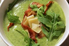 Deze soep doet mee met het Foodblogevent op dit blog. Ingrediënten: 225 gram rucola 1 dikke ui 3 kleine aardappeltjes 1 flinke theelepel knoflookpuree handje kaasvlokken 2 koffielepels groentebouil...