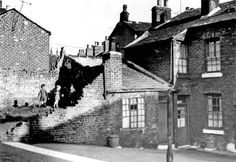 Clearance of courts, Woodside Lane, Pitsmoor, Sheffield, 1957
