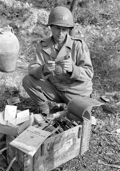 This is a nice reproduction of an original WWII photograph showing a Captain of the US Army Mountain Division examining captured Axis munitions during the advance through Italy in the latter part of Marine Special Forces, Man Of War, Ww2 Photos, Us Marines, Military Personnel, United States Army, Military History, Us Army, World War Two