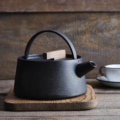 Japanese Traditional Cast Iron Teapot Kettle with Walnut Handle - Kettle
