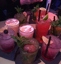 This is what I'm in the mood for right now just loads of cocktails and that's it! Cocktails, Alcoholic Drinks, Beverages, Drinks Alcohol, Food N, Food And Drink, Ignorant, Yummy Drinks, Fancy Drinks