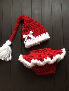 This little Santa set is just too cute! Fancy diaper cover with ruffles and matching hat with tassel, this is a great set for Christmas photos,