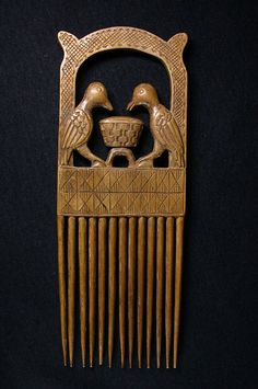 Comb from the Akan people of Ghana - Wood - 1980 Afro Comb, Afrique Art, Tribal Hair, African Masks, Indigenous Art, Crown Hairstyles, African Culture, African Design, Zulu