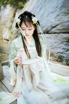 A woman dressed in hanfu