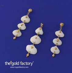 A triple-decker cockle shell pendant with just the right touch of gold and matched earrings, as long, that sweep the shoulders are a killer ensemble for any party or get-together or night out. Why only so ? Think of wearing them to an art show opening or as a casual accessory to a printed caftan at a ladies meet at home. Try out our Ocean's Jewels : they're sure to set people talking.  Pendant: 3 gm and Price Rs.9350/- Earrings : 4 gm and Price Rs. 12,800/