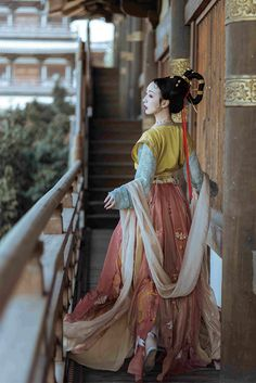 hanfu gallery — Traditional Chinese hanfu by 远山黛语 Traditional Fashion, Traditional Chinese, Chinese Style, Traditional Dresses, Oriental Fashion, Asian Fashion, Princess Outfits, Chinese Clothing, Chinese Culture
