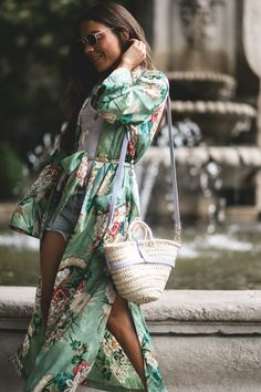 Summer in Madrid. White top+denim shorts+nude plattform heeled sandals+green floral print long kimono+raffia basket-bag+round sunglasses. Summer Casual Outfit 2017