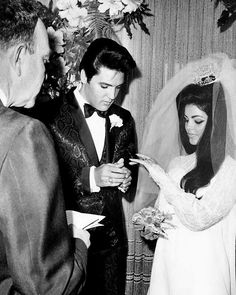 Elvis and Priscilla exchanging rings