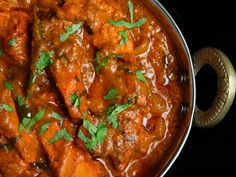 Chicken Tikka Masala is a traditional Indian recipe that combines juicy grilled chicken marinated in yogurt and spices along with a creamy tomato and Chicken Tikka Masala, Indian Chicken, Chicken Curry, India Food, Indian Food Recipes, Asian Recipes, Ethnic Recipes, Authentic Indian Recipes, Curry Dishes