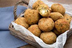 Siete alla ricerca di un antipasto sfizioso? Provate le polpette di quinoa, zucchine e stracchino: gli ospiti non sapranno resistere al cuore filante!