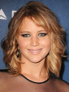 Jennifer Lawrence arriving at Annual GLAAD media awards Medium Short Haircuts, Medium Hair Cuts, Medium Hair Styles, Curly Hair Styles, 2015 Hairstyles, Long Bob Hairstyles, Pretty Hairstyles, Short Curly Hair, Short Hair Cuts