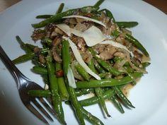 Teplý salát se zelených fazolek