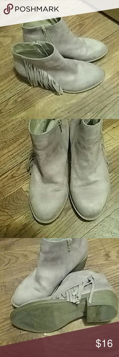 American Eagle booties EUC Faux suede fringed ankle booties American Eagle Shoes Ankle Boots & Booties