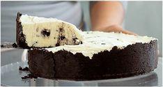 Torta de Óreo INGREDIENTES 3 pacotes (270g) de oreo 100g de manteiga derretida 400g de cream cheese 350g de creme de leite fresco 1 xícara de açúcar MODO DE PREPARO Retirar o recheio dos biscoitos. Triturar ⅔ dos biscoitos no processador e juntar a manteiga...