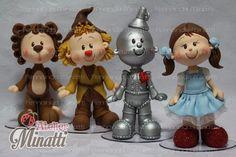 Personagens Magico de Oz feitos em biscuit com 20cm de altura. <br> <br>Preco referente aos 4 personagens da foto <br> <br>Faço também em tamanho maior, consulte valores.