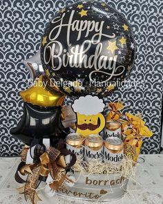 Te enseño desde cero paso a paso como elaborar este hermoso arreglo Fathers Day Gift Basket, Homemade Fathers Day Gifts, Fathers Day Crafts, Diy Gifts, Birthday Box, Birthday Gift For Him, Diy Birthday Decorations, Balloon Decorations, Gift Box For Men