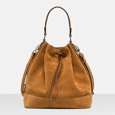 Sac seau, j'aime bien ce modèle de chez Le Tanneur car il peut se porter en sac à dos aussi!