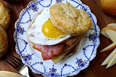 Bring bold Canadian flavour to your plate with the cornmeal-coated breakfast favourite; peameal bacon! The tender, lean pork loin, which was invented in Toronto, makes a scrumptious sandwich, a tasty roast and a mouth-watering burger topping. Get cooking with these 10 delicious recipes using peameal bacon.