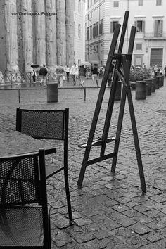 """""""Caballete"""" -- En nuestro último día en Roma, paseando por las calles en una mañana lluviosa, decidimos sentarnos en un pequeño café de esta singular plaza."""