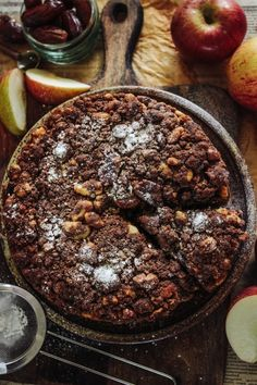 Spiced Apple, Ginger Cake with a Pecan crumb topping - Rebel Recipes Delicious Vegan Recipes, Vegan Desserts, Apple Desserts, Vegan Food, Healthy Apple Cake, Healthy Sweets, Sweets Recipes, Apple Recipes, Crumb Topping Recipe