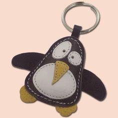 Mignon petit pingouin gris cuir animal trousseau - livraison gratuite
