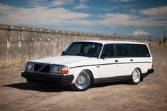 This 1989 Volvo 240 wagon (VIN YV1AX8851K1822201) has been heavily modified and looks great, the seller noting that car served as a prototype test bed for noted Portland-based Volvo tuner R-Sport International. We love the idea of a clean appliance white over blue cloth longroof 240 packing more tha