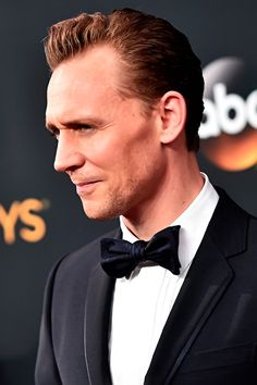 Tom Hiddleston attends the 68th Annual Primetime #Emmy Awards at Microsoft Theater. #TheNightManager Via torrilla. Click here for full resolution: https://pbs.twimg.com/media/CsrWtUTUIAABUh5.jpg:large