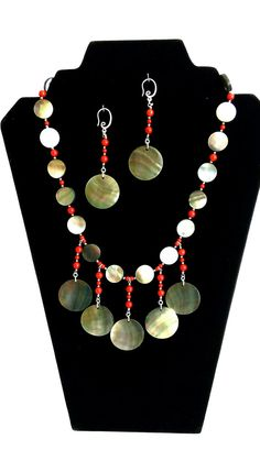 Mother of Pearl Beads. Red Coral beads. Handmade by GECHELINE