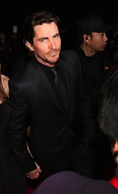 I have respect for him as an actor and a gorgeous male specimen. He could indeed be my leading man in my novel. Batman Begins, Celebrity Travel, Celebrity Crush, British Actors, American Actors, Batman Christian Bale, Celebrity Hairstyles, Haircuts For Men, Gorgeous Men