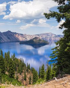 The dreamy Crater Lake. : EarthPorn The dreamy Crater Lake. Crater Lake Camping, Crater Lake Lodge, Crater Lake Oregon, Crater Lake National Park, National Park Patches, National Parks Map, National Park Posters, Oregon Road Trip, Oregon Travel