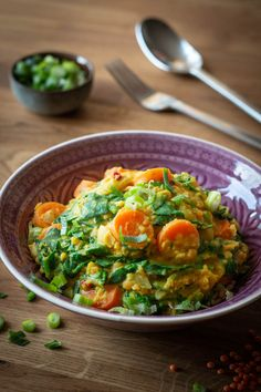Indian lentil curry with spinach and coc . - Indian lentil curry with spinach and coconut milk Informations About Indisches Linsencurry mit Spina - Healthy Dinner Recipes, Diet Recipes, Vegetarian Recipes, Vegetarian Lifestyle, Indian Lentil Curry, Healthy Eating Tips, Indian Food Recipes, Tasty, Meals