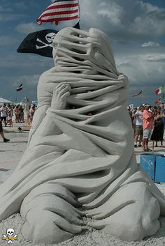 Amazing sand sculpture that looks like marble!