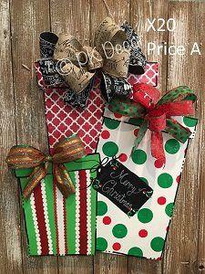 X20 - Christmas Presents Door Hanger - Christmas Door Hanger