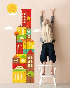 """Яркий и солнечный ростомер """"Город"""" станет украшением любой детской комнаты! Благодаря разнообразию цветов впишется в любой интерьер!"""