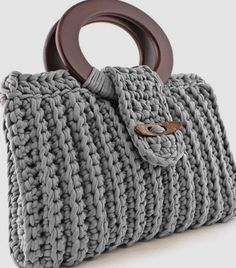 Discover thousands of images about Crochet handbag free patterns instructions – Artofit Grips and rings are interesting in this bag design Bag Crochet, Crochet Clutch, Crochet Handbags, Crochet Purses, Crochet Crafts, Crochet Bag Tutorials, Crochet Patterns, Macrame Purse, Craft Bags