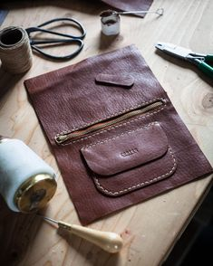 Photo by Corter Leather & Cloth on April Leather Bag Tutorial, Leather Bag Pattern, Sewing Leather, Leather Pouch, Leather Tooling, Leather Craft, Leather Purses, Leather Handbags, Leather Bags Handmade