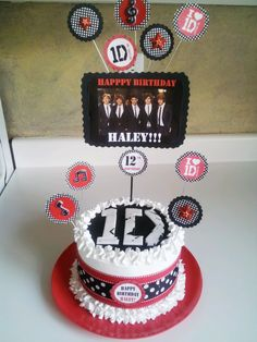 One Direction Cake! by LD Cakes n Cupcakes! Crazy Cakes, Fancy Cakes, 1 Direction Cakes, One Direction Birthday, Happpy Birthday, Birthday Sweets, Birthday Supplies, Cute Cupcakes, Cake Decorating Tips