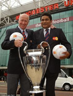 Winners: With Sir Bobby Charlton and the European Cup outside Old Trafford in 2003 Football Icon, World Football, Football Players, Manchester United Legends, Manchester United Football, Bobby Charlton, West Brom, European Cup, Old Trafford