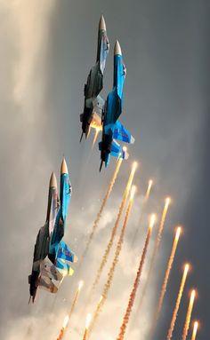 Su-27 formation releasing flares