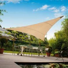 Cette voile d'ombrage Ingenua triangulaire de chez Umbrosa vous permettra de passer d'agréables moments tout au long de la journée, à l'ombre...
