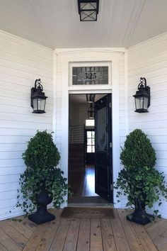 What to Know Before Staying at Magnolia House Bed and Breakfast - Booking Magnolia House 2018 Magnolia Farms, Magnolia Homes, Magnolia Market, Magnolia Home Bedding, Porch Urns, Front Porch, Front Doors, Porch Plants, Magnolia Bed And Breakfast