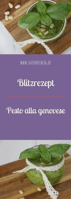 Pesto selber machen könnt ihr ganz einfach mit folgendem Rezept. Für die Herstellung von Basilikum-Pesto braucht ihr nur wenige Minuten. Das Ergebnis überzeugt: Selbstgemachtes Pesto ist einfach viel leckerer als Pesto aus dem Supermarkt. Probiert das Pesto Rezept also unbedingt aus.