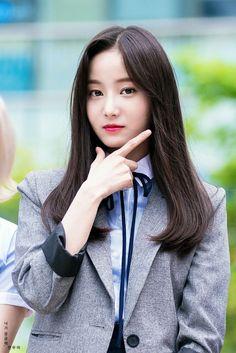 모모랜드 연우/연우 사진/연우 고화질/연우 배경화면/연우 움짤 : 네이버 블로그 Kpop Girl Groups, Korean Girl Groups, Kpop Girls, Cute Girl Pic, Cute Girls, Twitter Header Photos, Portrait Poses, Grunge Hair, Korean Celebrities