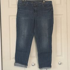 "LC Lauren Conrad Medium wash Cropped Jeans SZ 14 LC Lauren Conrad medium wash crop jeans (28"" inseam). Size 14. In great condition! LC Lauren Conrad Jeans Ankle & Cropped"