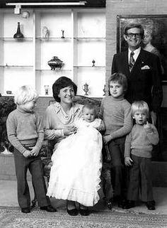prinses Margriet en Pieter van Vollenhove met hun zonen Maurits, Bernhard, Pieter Christiaan en Floris ( 1975)