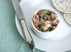 Skinny Six: Sandwichspread Men neme (voor 1 bakje spread):  - 1 Augurk - 50 milliliter magere kwark (of sojayoghurt) - 1 kneep limoensap - 1 paprika - 1 wortel - hand peterselie
