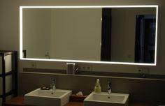 Spiegel mit LED Beleuchtung (etwas gedimmt, kein Tageslicht)